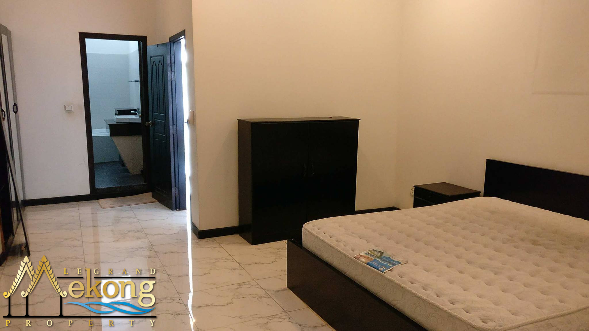 Beautiful and bright 3 Bedrooms apartment on Riverside for rent | LGM260