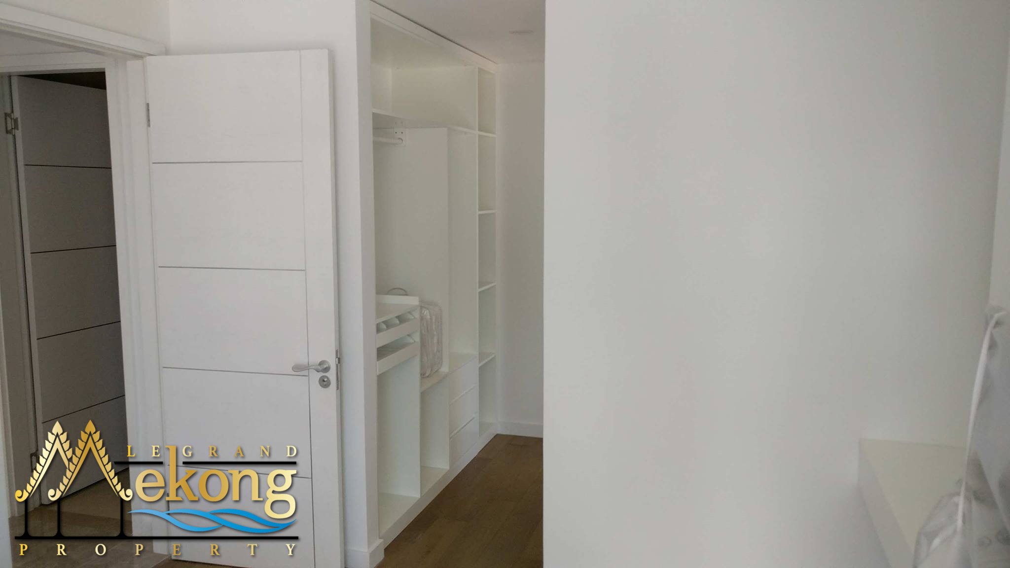 fully furnished 2 bedroom condominium with a beautiful pool and gym | LGM271