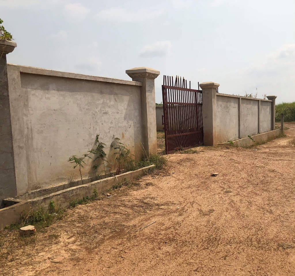 land for sell urgent 20x30